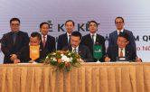 Vietcombank và FWD hợp tác bán chéo bảo hiểm